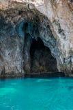 Mourtos denna jama na grka wybrzeżu, fotografującym from inside Fotografia Stock