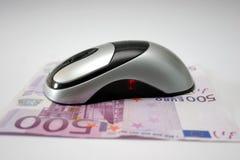 Mouse con l'euro dei contanti Fotografie Stock