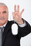 Mouse del calcolatore della holding dell'uomo Immagini Stock Libere da Diritti