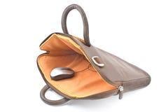 Mouse del calcolatore nel sacchetto del taccuino Immagine Stock