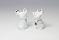 Mouses de porcelaine sur le fond blanc Photos stock