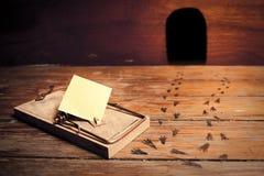 Mousetrap attivato con il messaggio vuoto Fotografie Stock Libere da Diritti