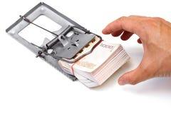 Mousetrap med dollartecknet som isoleras på vit bakgrund royaltyfria foton