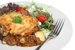 Moussaka grego com salada Fotos de Stock Royalty Free