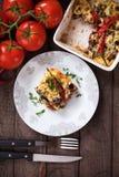 Moussaka maträtt med aubergineet och chilipeppar Royaltyfria Bilder