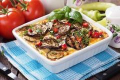 Moussaka maträtt med aubergineet och chilipeppar Fotografering för Bildbyråer