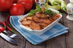 Moussaka maträtt med potatisen och chilipeppar Fotografering för Bildbyråer