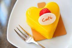 Mousse μάγκο κέικ Στοκ φωτογραφία με δικαίωμα ελεύθερης χρήσης