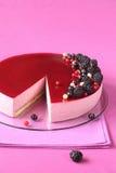 Mousse μαύρων σταφίδων κέικ στοκ εικόνες