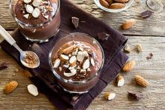 Mousse σοκολάτας με το αμύγδαλο Στοκ εικόνα με δικαίωμα ελεύθερης χρήσης