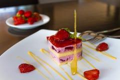 Mousse φραουλών κέικ στοκ φωτογραφία