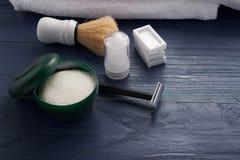 mousse, brosse de rasage et rasage de la lame Image libre de droits