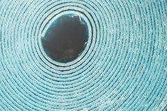 Mousse d'isolement d'isolation de polyéthylène avec le papier d'aluminium en petit pain photo stock