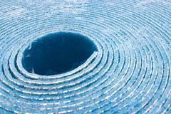 Mousse d'isolement d'isolation de polyéthylène avec le papier d'aluminium en petit pain photos stock
