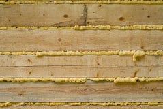 Mousse de polyuréthane et construction en bois images stock