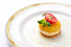 Mousse del mango con la crema della fragola Fotografia Stock