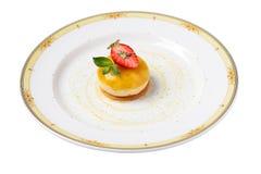 Mousse del mango con la crema della fragola sul biscotto della fragola Fotografia Stock Libera da Diritti