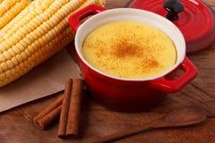 Mousse del tipo di crema dolce brasiliana di dessert curau de milho del co Fotografia Stock Libera da Diritti