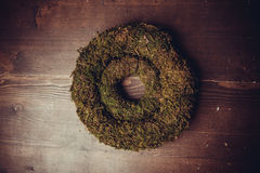 Mousse et guirlandes en bois Photographie stock