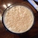 Mousse sur une pinte de bière Image libre de droits