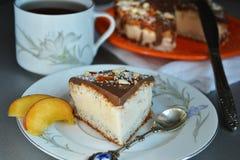Moussekaka med chokladisläggning Arkivbild