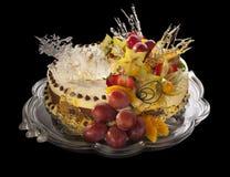 Moussekaka som dekoreras med frukter royaltyfri fotografi