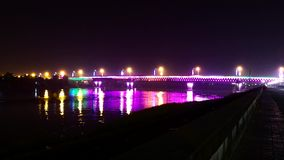 Moussera bron i nattetidschackningsperioden stock video