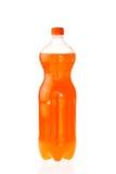 Mousserande drink i en plast- flaska som isoleras på vit royaltyfria foton