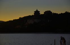 Mousserande solnedgångglöd av sommarslotten Arkivbild