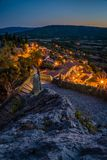 Moustiers Sainte Marie på natten Arkivbilder