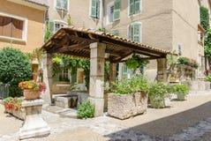 Moustiers-Sainte-Marie in Provence, Frankreich lizenzfreie stockfotos