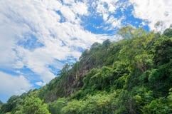Moutain和天空在泰国 免版税库存图片
