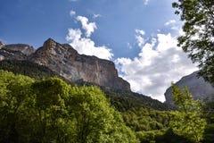 moutain峭壁的看法在夏天 免版税库存照片