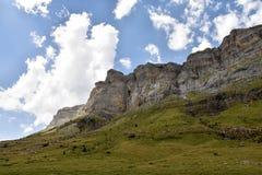 moutain峭壁的看法在夏天 免版税库存图片