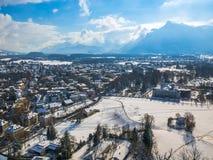 Moutain снега сезона зимы голубого неба Зальцбурга Австрии ландшафта городского пейзажа Стоковое Фото
