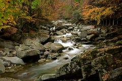 在广武moutain的一条小河在秋天 库存图片