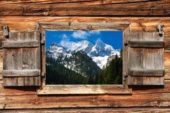 Moutain panorama till och med ett fönster royaltyfria bilder