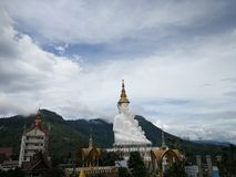 Moutain runt om Buddha royaltyfri bild