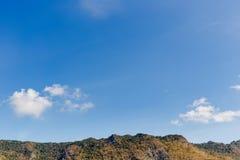 Moutain und Himmel Stockbild