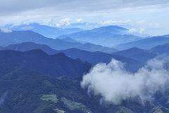Moutain und Wolke lizenzfreie stockfotografie