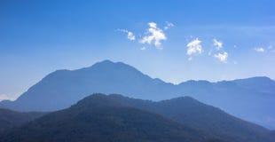 Moutains em Laos foto de stock royalty free