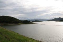 Moutains-Reservoir Lizenzfreies Stockfoto