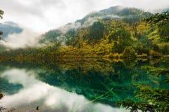 Moutains y lagos en el valle Jiuzhaigou Foto de archivo