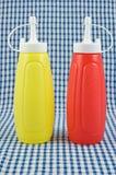 Moutarde et ketchup Photos libres de droits