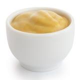 Moutarde lisse en ramekin en céramique blanc image libre de droits