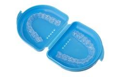 Изолированная коробка с верхним и более низким mouthguard Стоковое Изображение RF