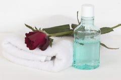 Mouthwash i kąpielowy ręcznik dla opieki zdrowotnej Fotografia Stock