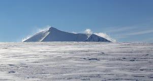 Moutnain峰顶在冬天 免版税库存照片