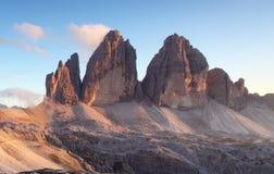 Moutnain delle alpi dell'Italia - Tre Cime di Lavaredo Fotografia Stock