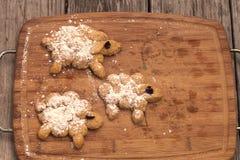 Moutons de pain avec du sucre en poudre Photographie stock